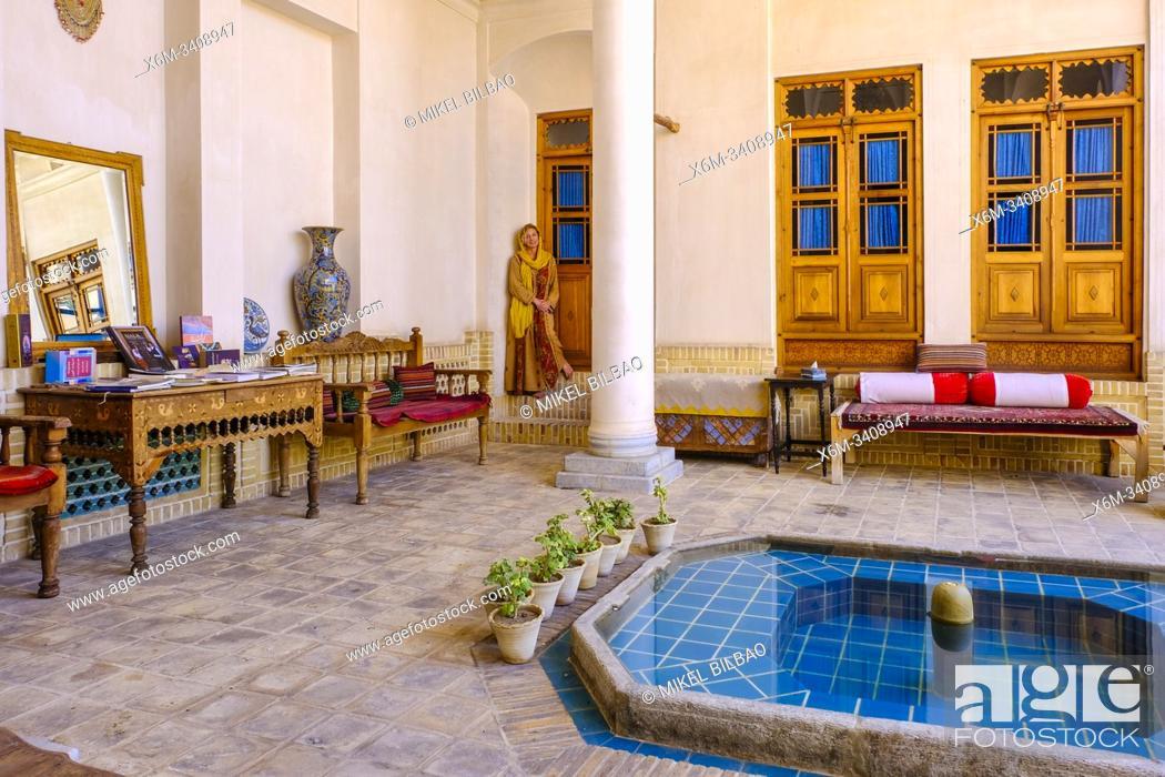 Imagen: Courtyard in an hotel. Kashan. Iran, Asia.