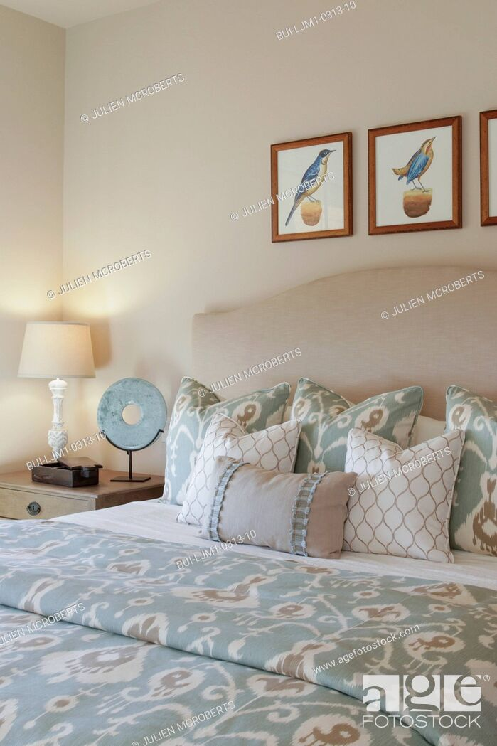 Imagen: Table lamp by tidy bed in the bedroom at home; Santa Fe; New Mexico; USA.