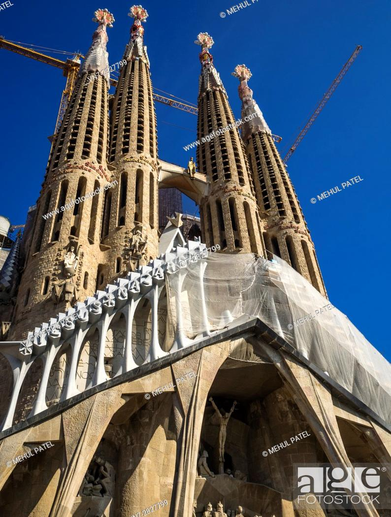 Imagen: The Passion facade of La Sagrada Familia (the Church of the Holy family) - Barcelona, Catalonia, Spain. This iconic landmark of the city of Barcelona designed.