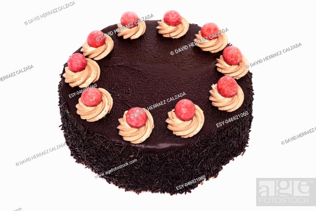Imagen: Delicious chocolate cake isolated on white background .