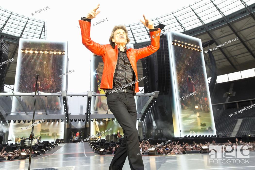 19 / The Rolling Stones, singer Mick Jagger live on