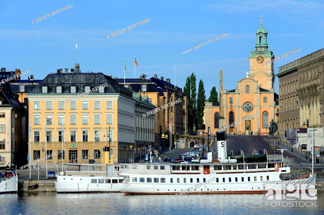 Photo de stock: Sweden, Stockholm, the old city on the island of Gamla stan (Gamala Stan Riddarholmen) seen from the island of Skeppsholmen, the cathedral.