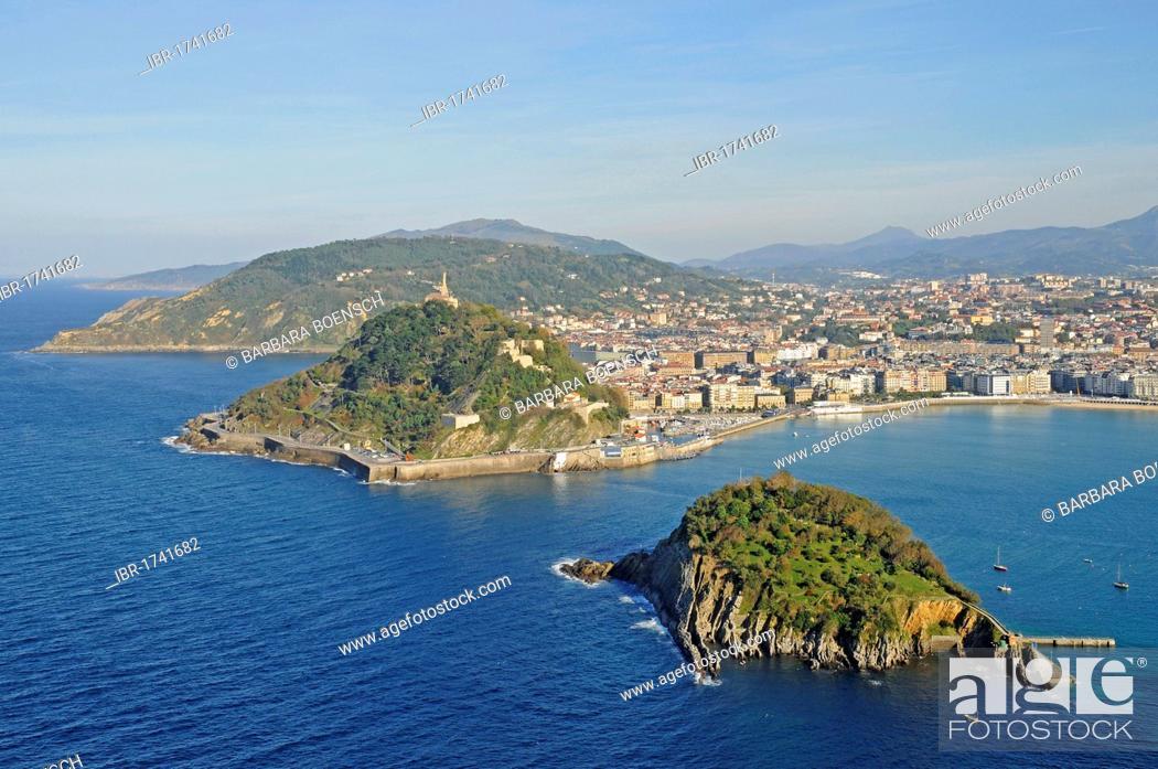 Stock Photo: Mt Monte Urgull, Santa Clara, small island, La Concha, bay, beach, view from Mt Monte Igueldo, San Sebastian, Pais Vasco, Basque Country, Spain, Europe.