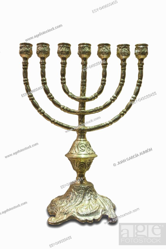 Imagen: The menorah or seven-lamp Hebrew lampstand, symbol of Judaism since ancient times. Isolated.