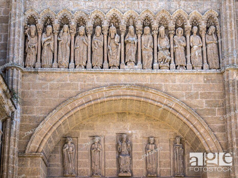 Imagen: Esculturas en el exterior de la Catedral de Santa María. Ciudad Rodrigo. Salamanca. Castilla León. España.