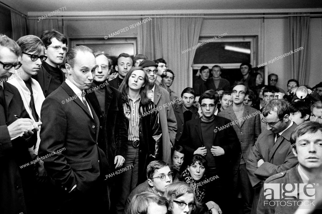 "Stock Photo: The head of the """"Institut Francaise"""", Andre Badoux, speaks in front of students from Goethe University in Frankfurt on 06 May 1968."