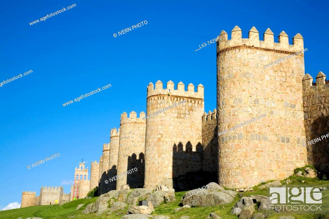 Stock Photo: Medieval city walls, the best preserved ones in Spain. They date from 1090, with 2,5 km long, 88 towers and 6 gates. Ávila (city added to the Unesco's World.