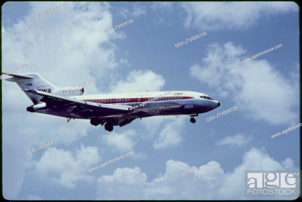 Imagen: TWA Airlines Boeing 727-31 Commercial Jet In-Flight, 1960's.