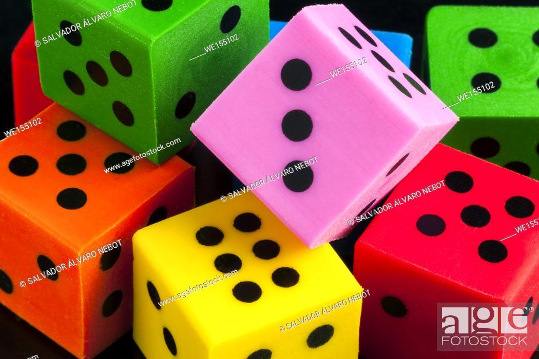 Imagen: Colored dice.