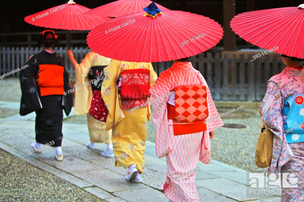 Stock Photo: Maiko taking part in the Setsubun Rituals at Yasaka Shine.
