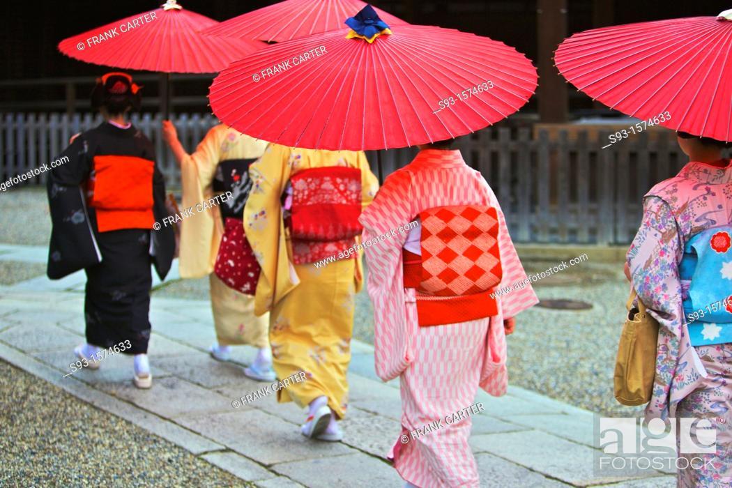 Stock Photo: Maiko taking part in the Setsubun Rituals at Yasaka Shine.
