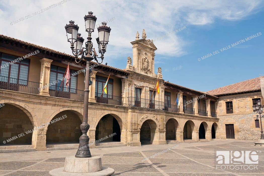 Stock Photo: Twon Hall in Mayor square. Santo Domingo de la Zalzada. La Rioja. Spain.