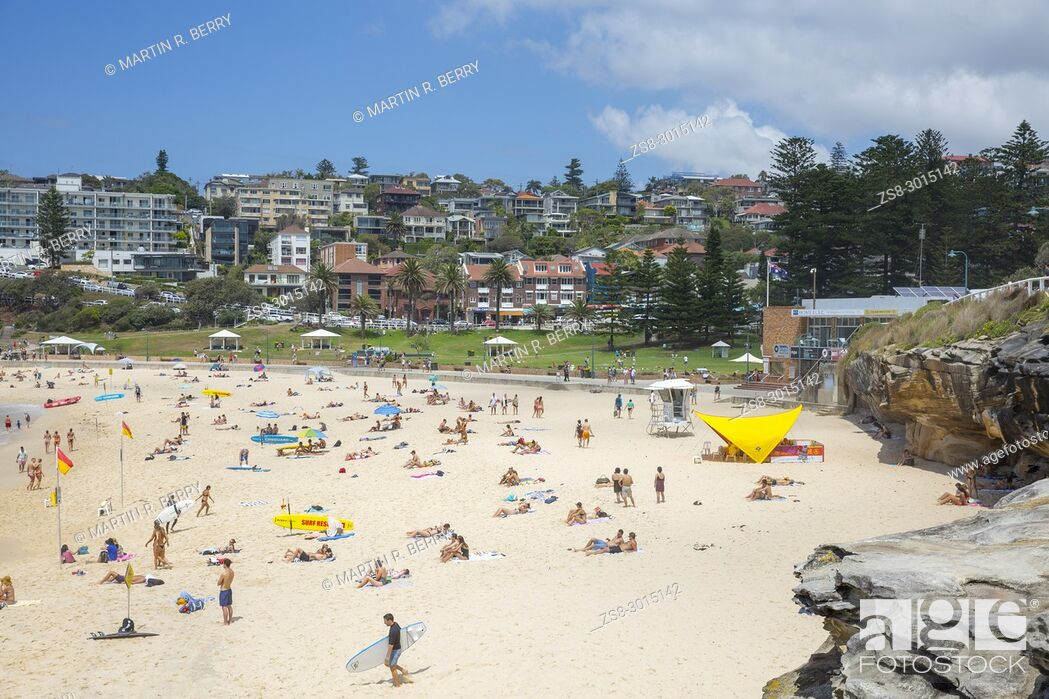 Stock Photo: Bronte beach on a summers day in Sydney eastern suburbs, Australia.
