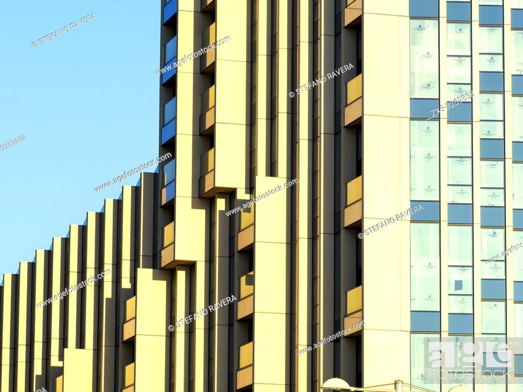 Imagen: Modern apartment building in the Greenwich Peninsula - South East London, England.