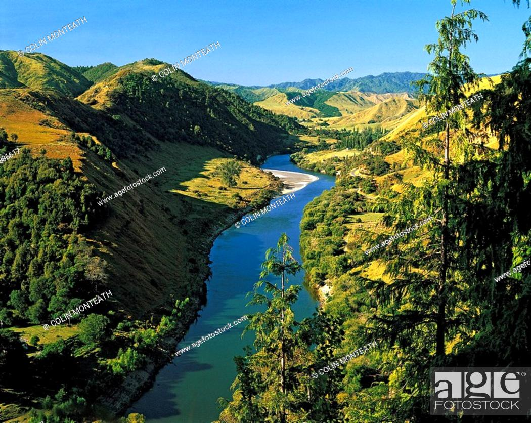Stock Photo: Whanganui River from 'Gentle Annie ' hill off the Parapara highway SH4 Wanganui region New Zealand.