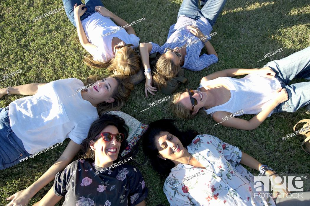 Photo de stock: Group of friends enjoying in the park....