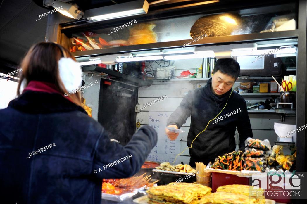 Imagen: SEOUL SOUTH KOREA Street food vendor.