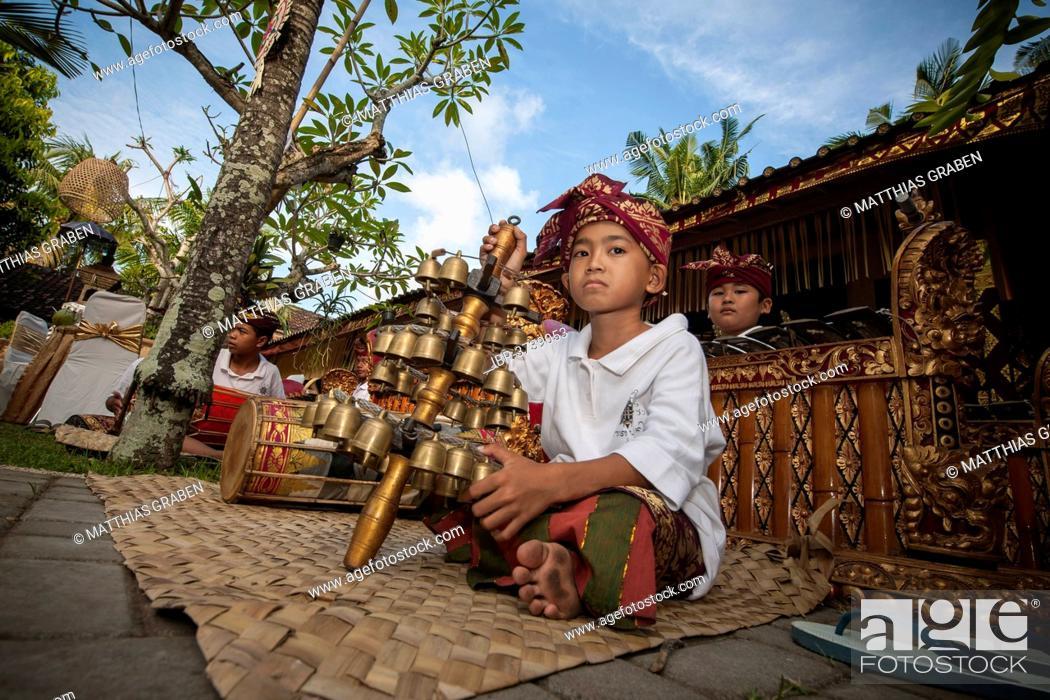 Imagen: Children of a gamelan orchestra at an event, Ubud, Bali, Indonesia.