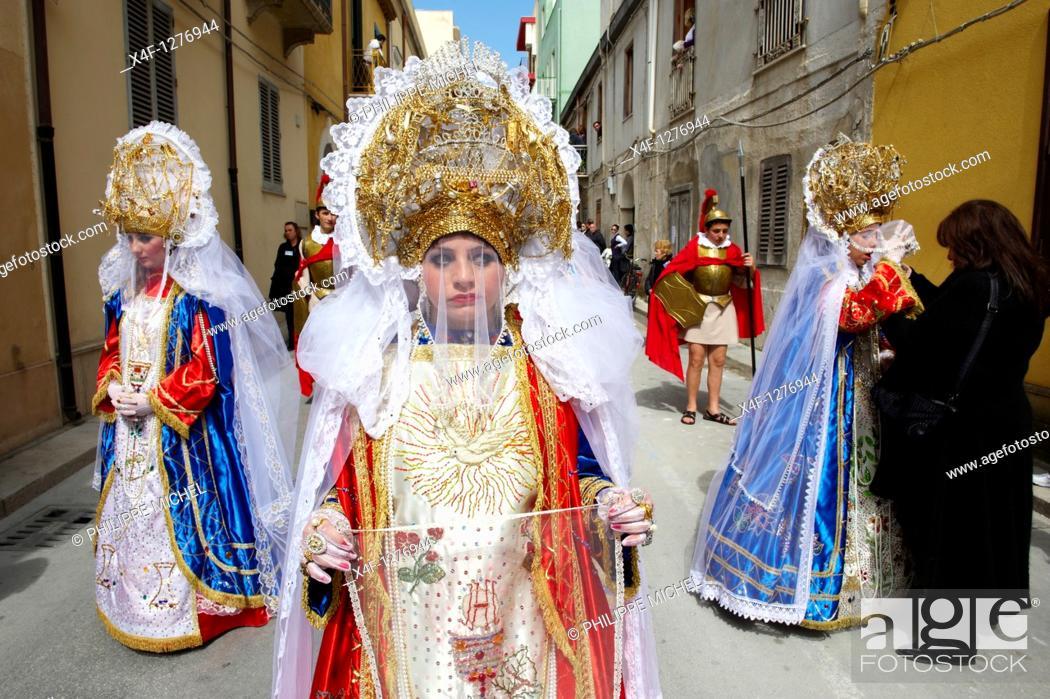 Stock Photo: Italy, Sicily, Marsala, Holy Thursday, procession of Mistery Processione dei Misteri viventi, la Veronica.