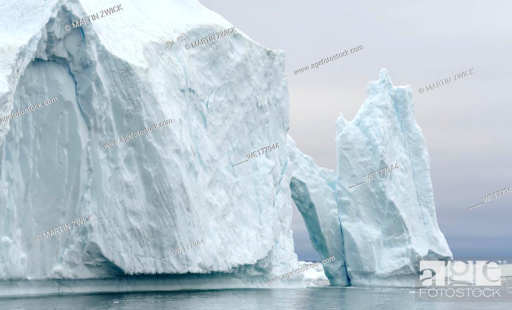 Imagen: Ilulissat Icefjord also called kangia or Ilulissat Kangerlua at Disko Bay. The icefjord is listed as UNESCO world heritage.