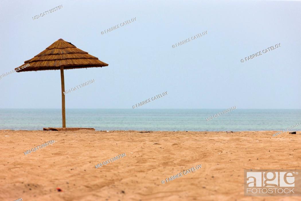 Imagen: Qatar - Al Ghariyah - Parasol on the beach.