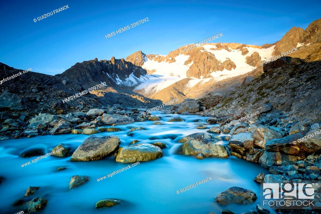Stock Photo: France, Isere, Parc National des Ecrins (Ecrins national park), Grandes Rousses massif in Oisans region, river starting from lake Quirlies.