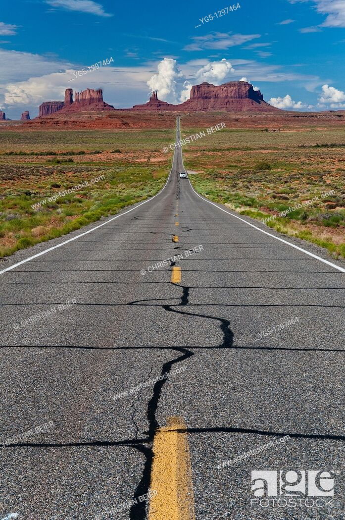 Stock Photo: View of the Monument Valley from highway 163, Northern Utah, USA.