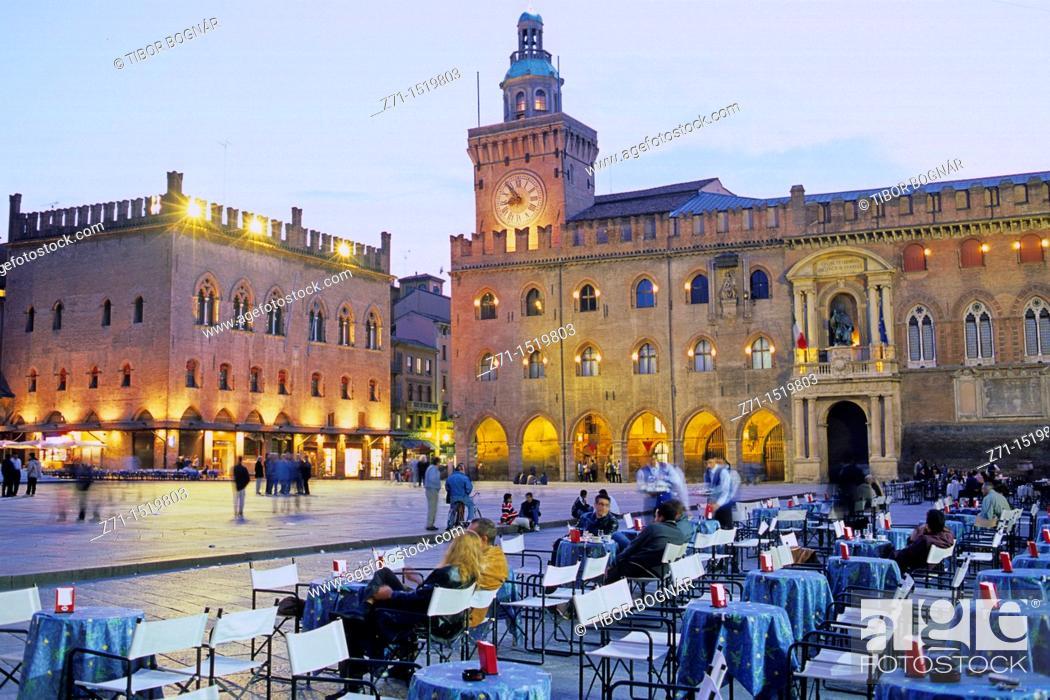 Stock Photo: Italy Bologna, Piazza Maggiore.