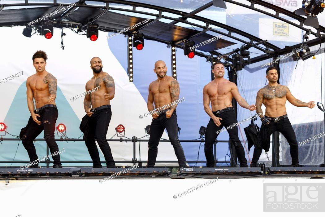 Stock Photo: Sixx Paxx strip show live at the BonnLive car concert series in the drive-in cinema. Bonn, June 21, 2020 | usage worldwide.