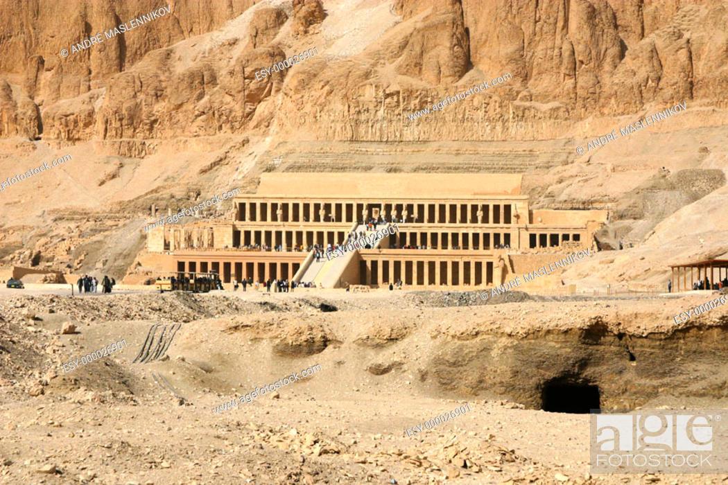 Stock Photo: Tourists at Temple of Hatshepsut. Deir el Bahri. Thebes, Luxor. Egypt.