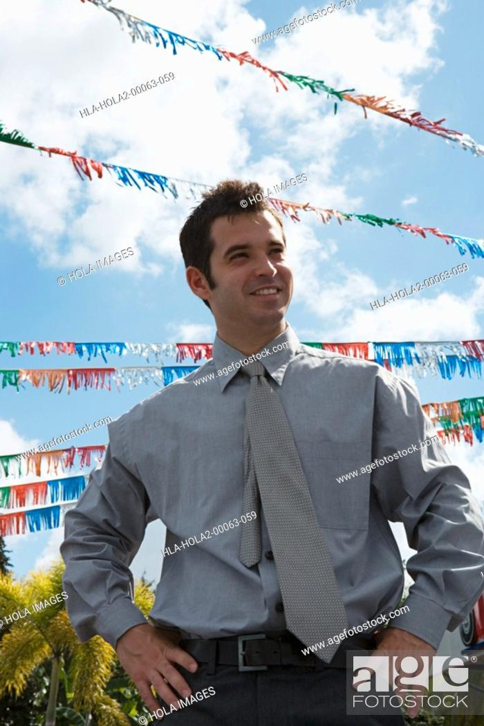 Imagen: Portrait of a salesman outdoors.