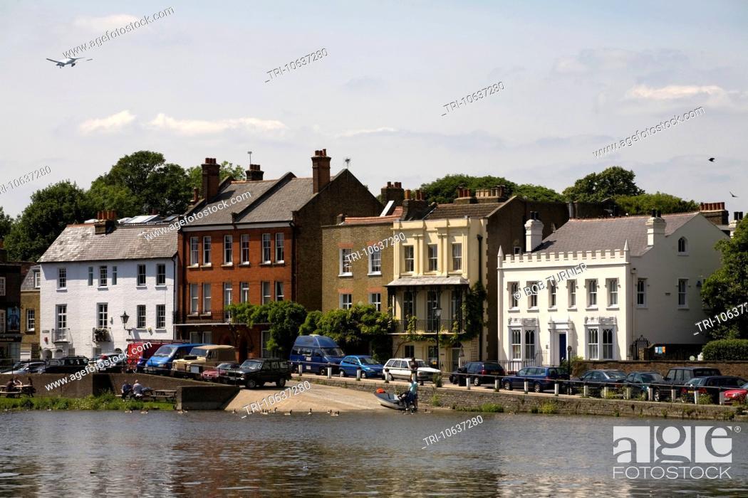 Stock Photo: river thames isleworth london england.