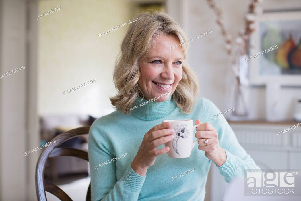 Photo de stock: Smiling mature woman drinking coffee.