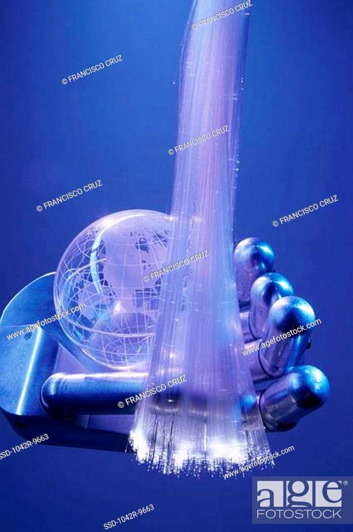 Imagen: Robotic arm holding fiber optic cables and a globe.