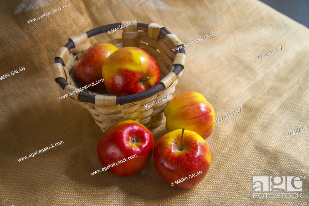 Imagen: Red apples. Still life.