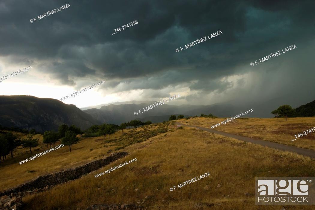 Imagen: Storm. Buseu, Pirineus Lleidatans (Lleida Pyrenees), Lleida Province, Catalonia, Spain.