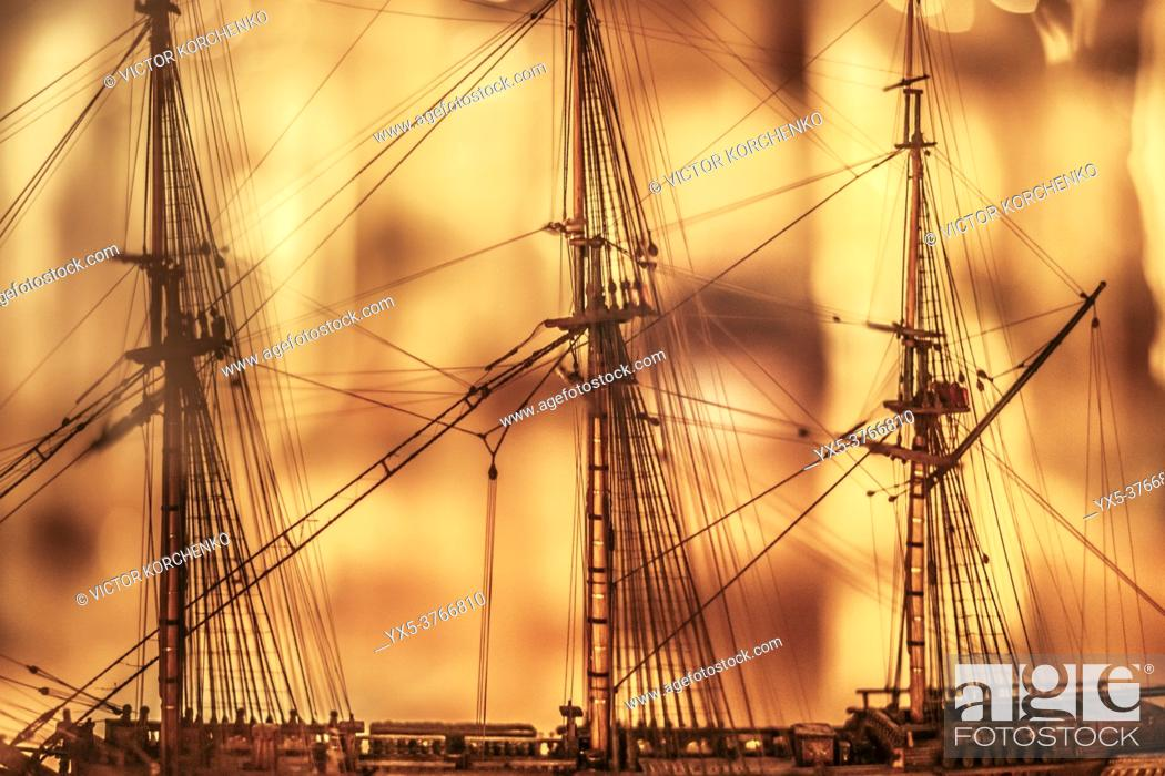 Imagen: Close-up of a tall ship scale model.