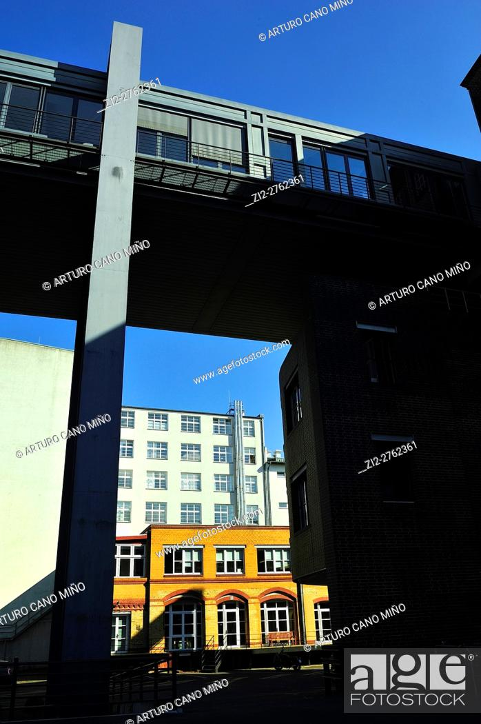 Imagen: Contemporary architecture in Kreuzberg District, Berlin, Germany.