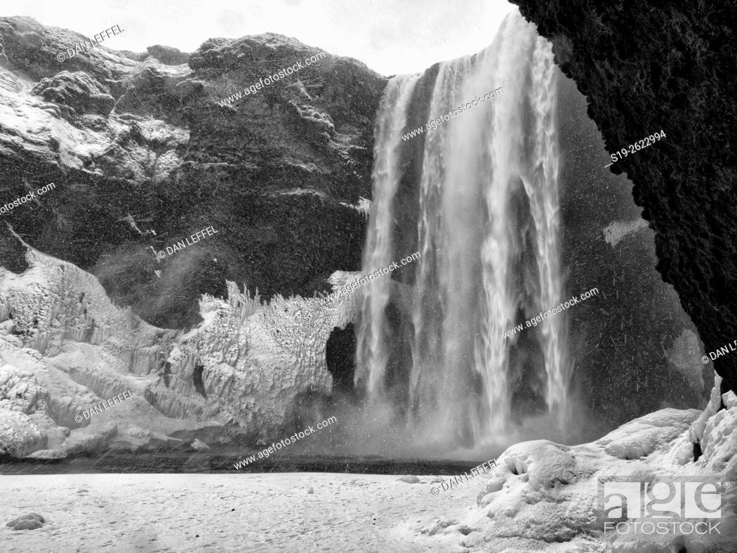Imagen: Iceland Skogafoss Waterfall in Winter.