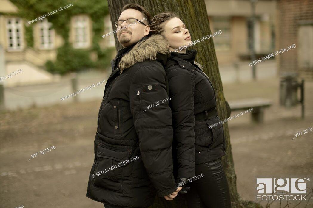 Photo de stock: couple next to tree in park in city, in Cottbus, Brandenburg, Germany.