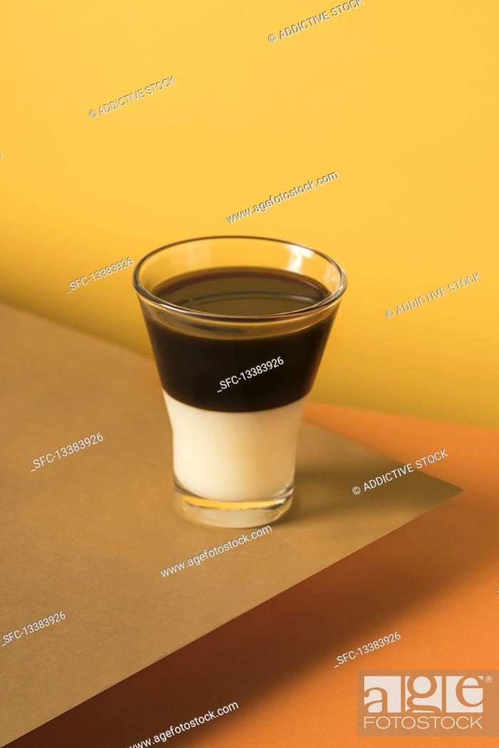 Photo de stock: Layered coffee Bombon drink with espresso and sweetened condensed milk.