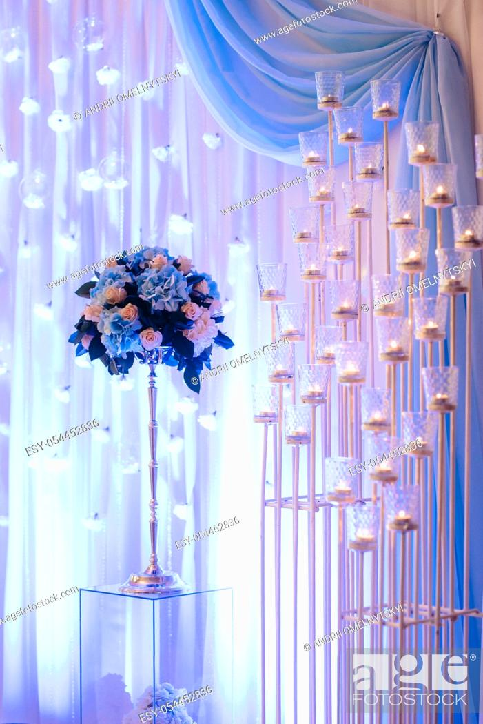 Imagen: wedding ceremony area, arch chairs decor.