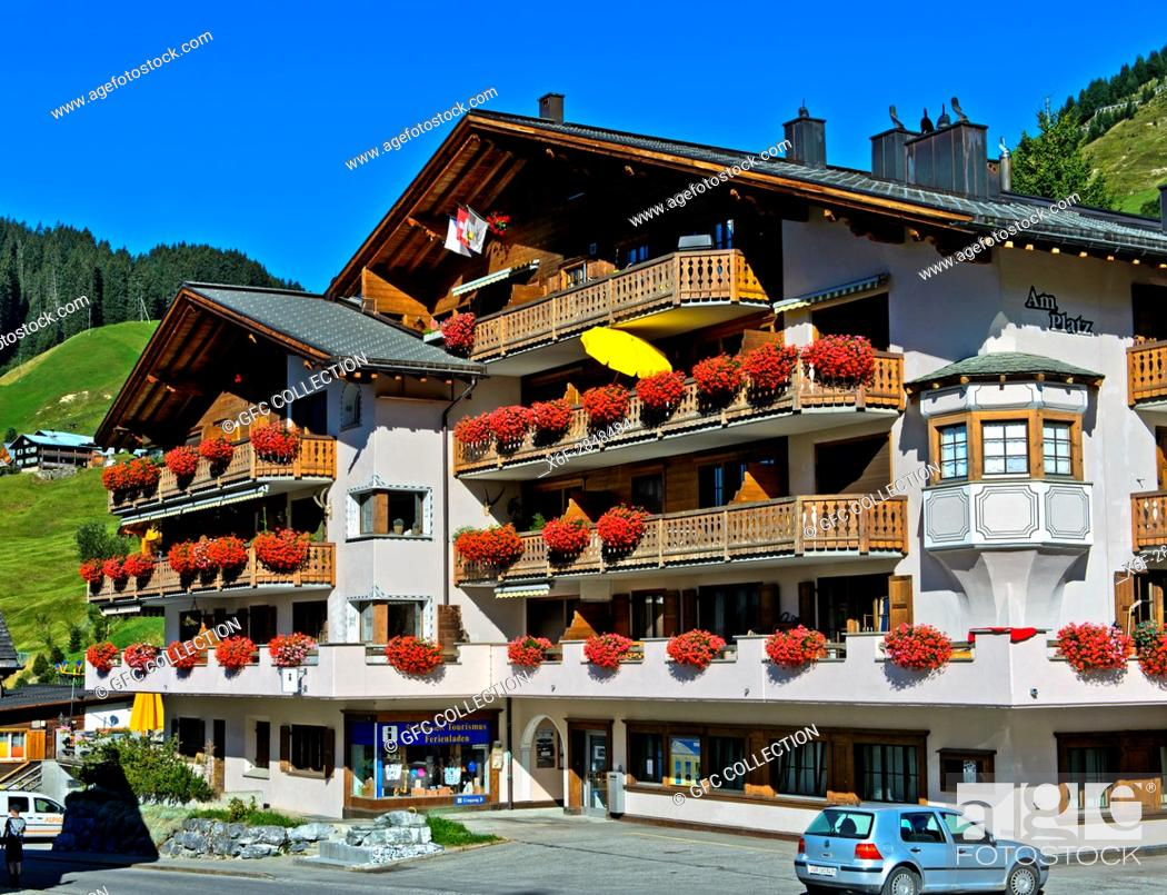 Photo de stock: Building housing the local tourism office Ferienladen St. Antönien, St. Antönien. Prättigau region, Graubünden, Grisons, Switzerland.