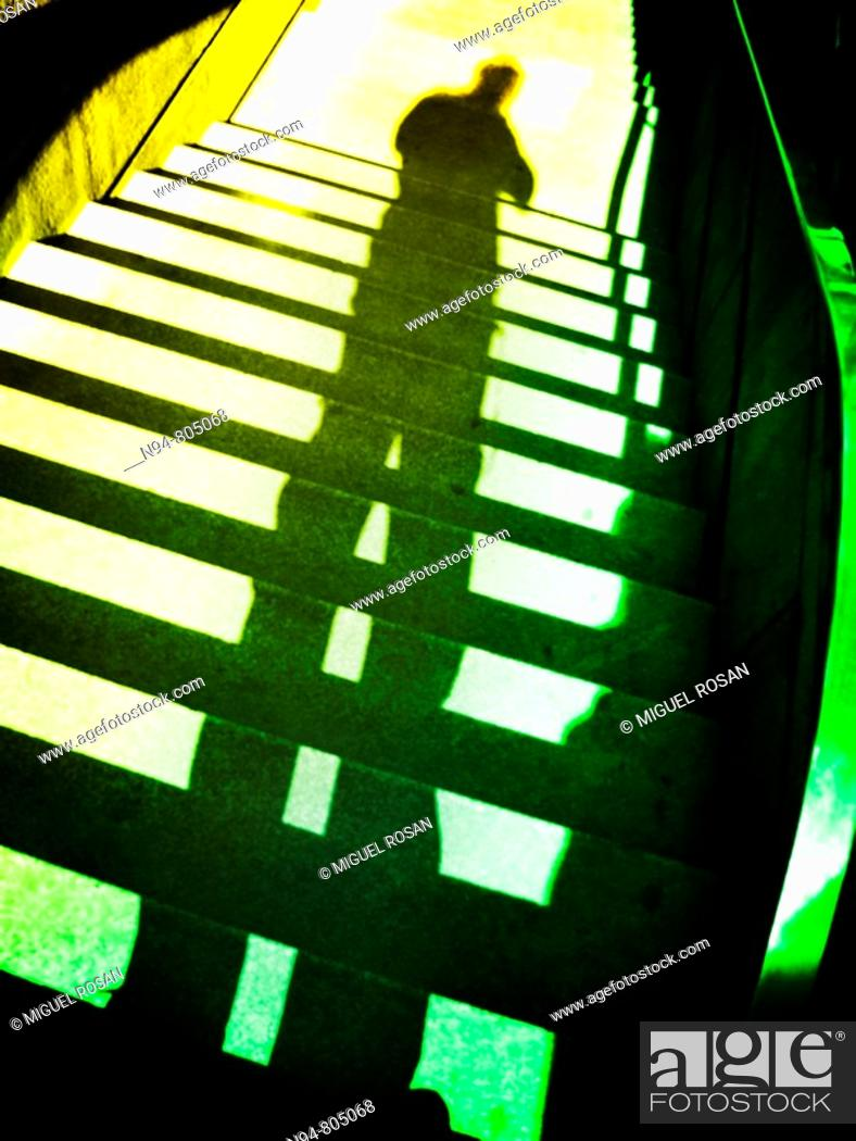 Imagen: Shadow Creek of self projected onto the staircase descent.
