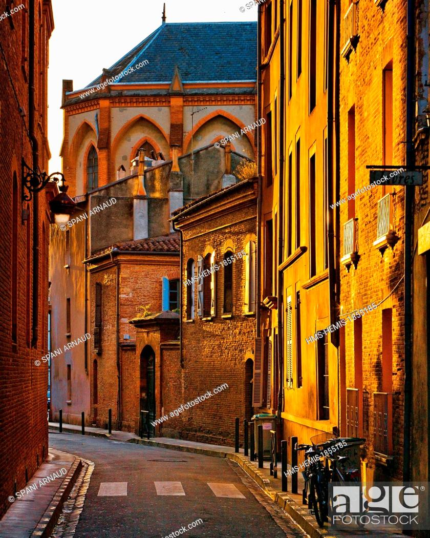 Stock Photo: France, Haute Garonne, Toulouse, vertical view of buildings in the Rue Perigord at sunrise.
