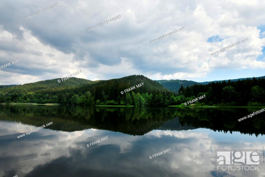 """Stock Photo: Water dam """"""""Soese"""""""", Germany, near city of Osterode, 17. June 2019. Photo: Frank May   usage worldwide. - Osterode/Niedersachsen/Germany."""