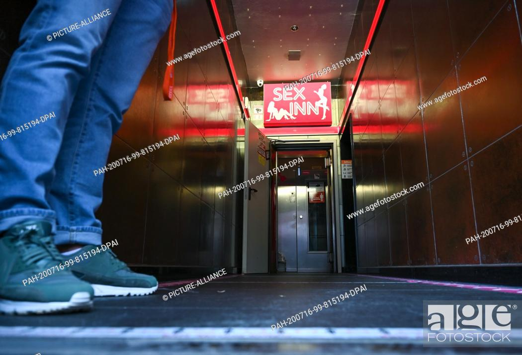 """Photo de stock: 16 July 2020, Hessen, Frankfurt/Main: A doorman stands at the entrance of the """"""""Sex Inn"""""""" running house in Frankfurt's station district."""