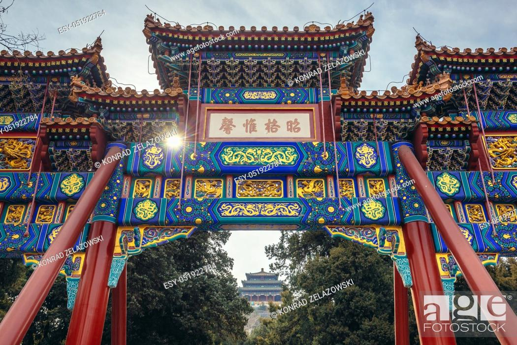 Stock Photo: Archway of Shouhuang Palace and Pavilion of Everlasting Spring Pavilion on the hilltop of Jingshan Park in Beijing, China.