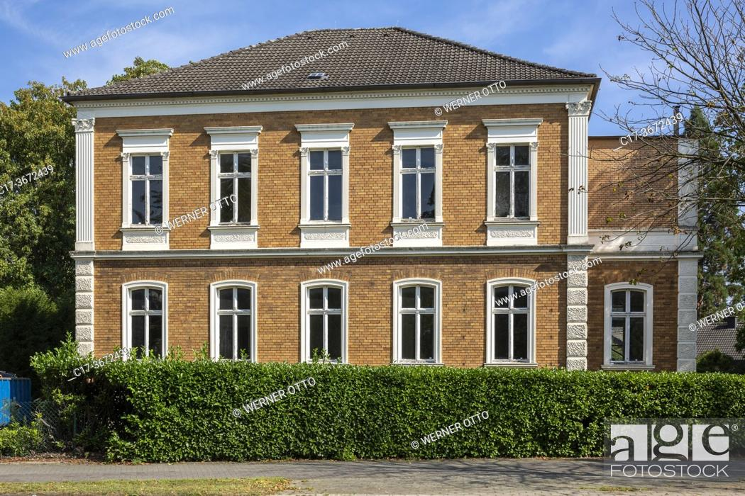 Stock Photo: Borken, D-Borken, Hohe Mark Westmuensterland Nature Park, Muensterland, Westphalia, North Rhine-Westphalia, NRW, residential building Heidener Strasse 41.