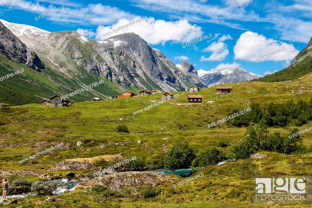 Stock Photo: Mountain village at Fylkesvei 15 on the way to Hjelle, Norway, July 2016 / Bergdorf am Fylkesvei 15 auf dem Weg Hjelle, Norwegen, Juli 2016.